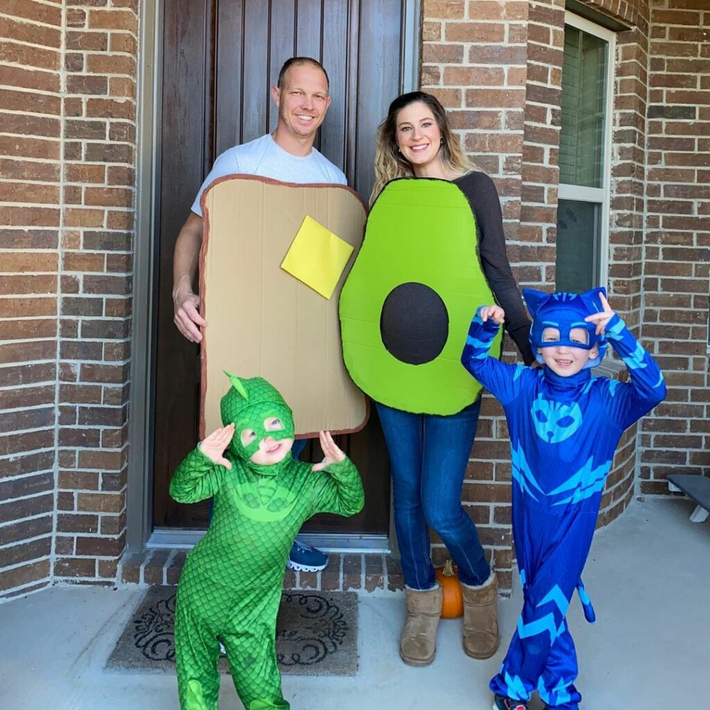 This avocado toast concept makes the perfect pregnancy Halloween costume