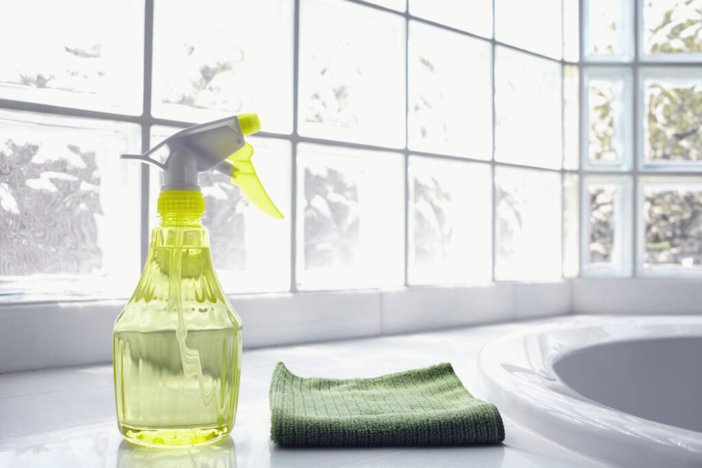 How to use vinegar for cleaning the house