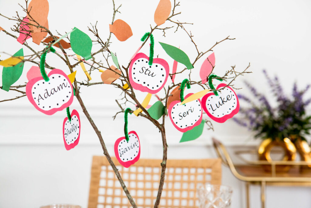 Kids can make a family hope tree in celebration of the Rosh Hashanah and Yom Kippur holidays.