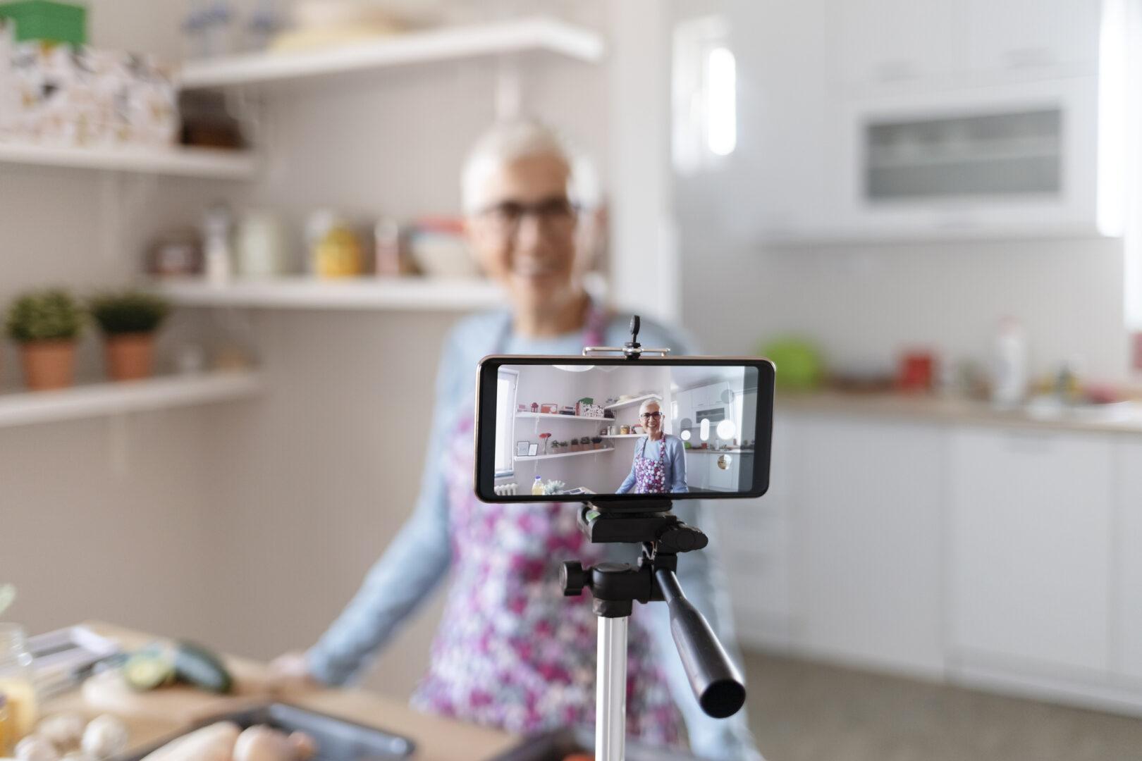 senior filming for tiktok